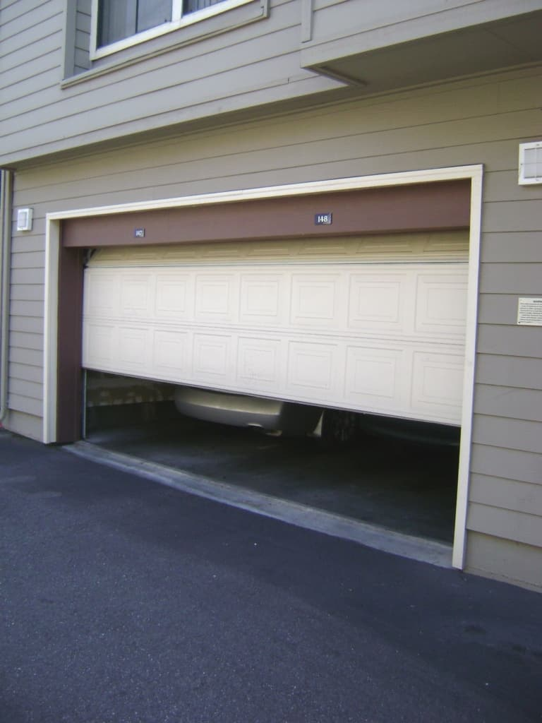 Garage_door_sliding_up